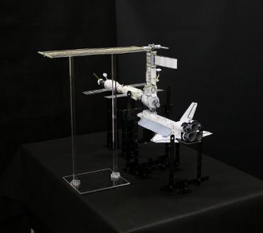 1/100スケールペーパークラフトによる 国際宇宙ステーション(2000年12月4日の姿)
