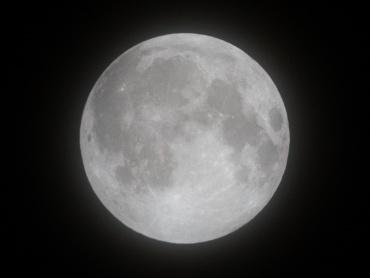 月食前の月 2011年12月10日 20:30:27