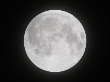 月食中の月 2011年12月10日 21:00:00