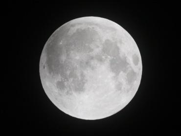 月食中の月 2011年12月10日 21:20:10
