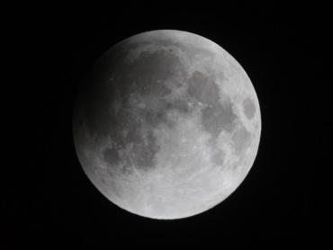 月食中の月 2011年12月10日 21:45:00