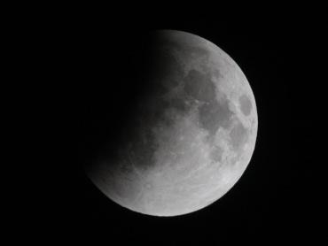 月食中の月 2011年12月10日 22:04:59
