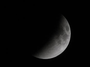 月食中の月 2011年12月10日 22:29:59