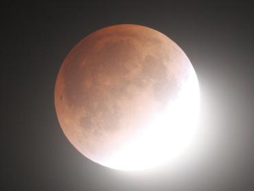 月食中の月 2011年12月10日 22:44:41