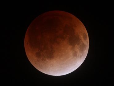 月食中の月 2011年12月10日 23:09:59