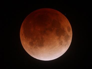 月食中の月 2011年12月10日 23:20:00