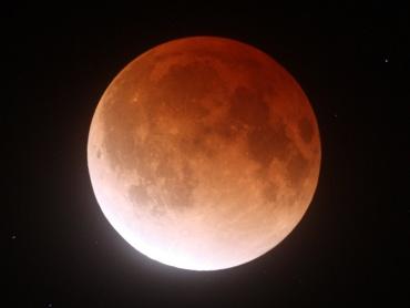 月食中の月 2011年12月10日 23:57:59
