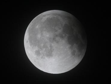 月食中の月 2011年12月11日 01:20:00