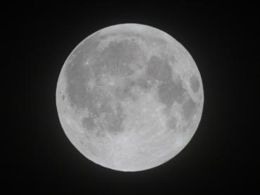 月食終了後の月 2011年12月11日 02:34:55