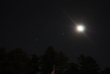 東の空に並ぶ月,スピカ,土星