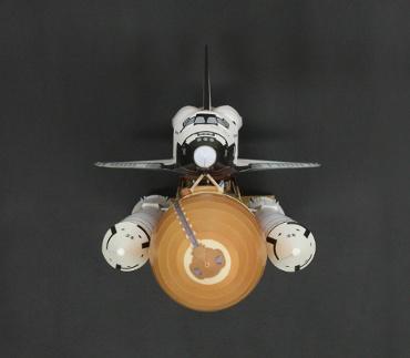 """1/100スケールペーパークラフトによる スペースシャトル ディスカバリー(STS-26 """"Return to Flight"""" 正面から)"""