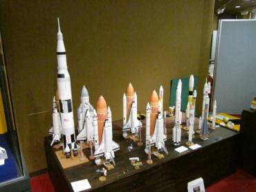 明石市立天文科学館に並んだロケットたち その2