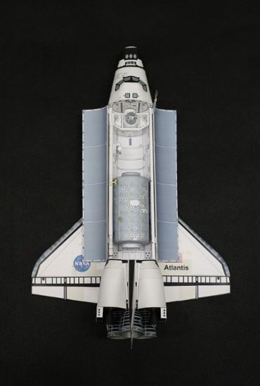 1/100スケールペーパークラフトによる 軌道上のスペースシャトル「アトランティス」(STS-98)