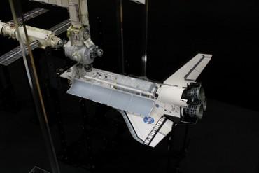 国際宇宙ステーションにドッキングした STS-98「アトランティス」