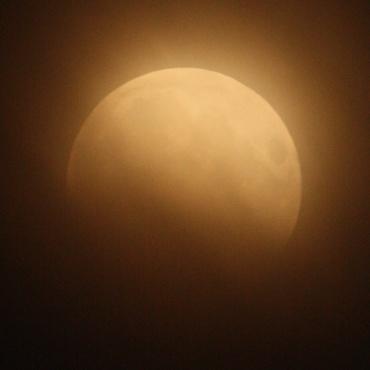 Moon120604_02