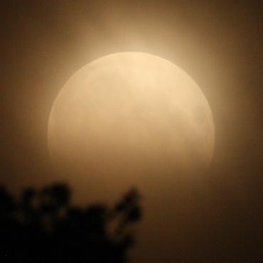 Moon120604_03