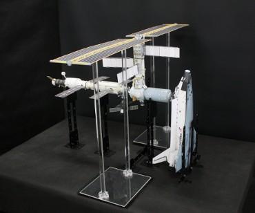 1/100スケールペーパークラフトによる 国際宇宙ステーション(2001年3月10日の状態)