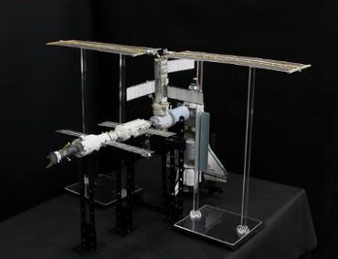 1/100スケールペーパークラフトによる 国際宇宙ステーション(2001年3月10日の状態・その2)