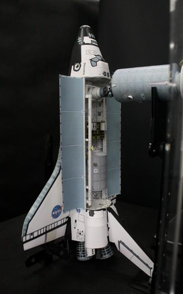 「PMA-2」にドッキングした「ディスカバリー(STS-102)」