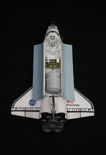 1/100スケールペーパークラフトによる スペースシャトル「ディスカバリー(STS-102)