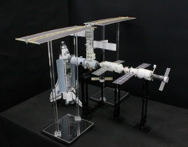 1/100スケールペーパークラフトによる 国際宇宙ステーション(2001年3月11日の状態)