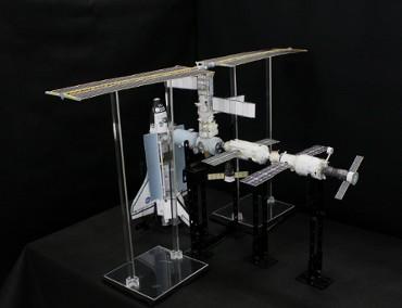 1/100スケールペーパークラフトによる 国際宇宙ステーション(2001年3月18日の状態)