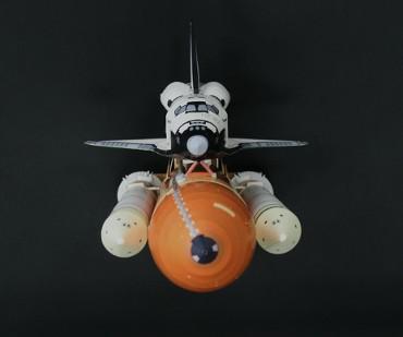 1/100スケールペーパークラフトによる スペースシャトル「エンデバー(STS-134)」(上から)