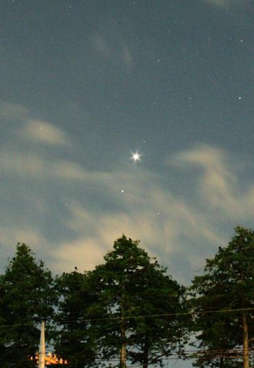 明け方の東天に並ぶ 金星とレグルス