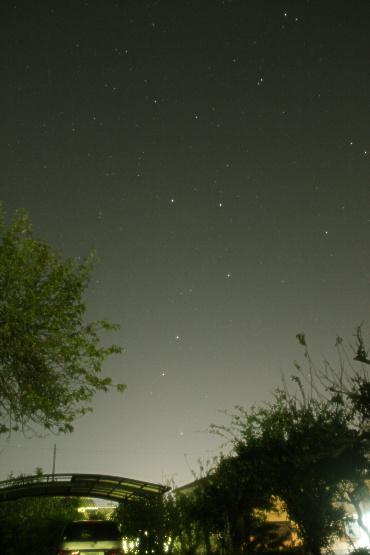 北東の空に立つ北斗七星 2012年10月26日