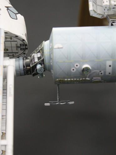「デスティニー」地球側に取り付けられた UHFアンテナ