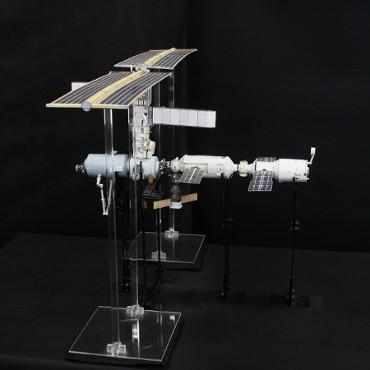 1/100スケールペーパークラフトによる 国際宇宙ステーション (2001年5月6日の状態