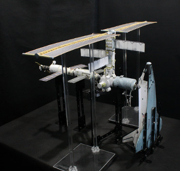 1/100スケールペーパークラフトによる 国際宇宙ステーション(2001年7月21日の状態)