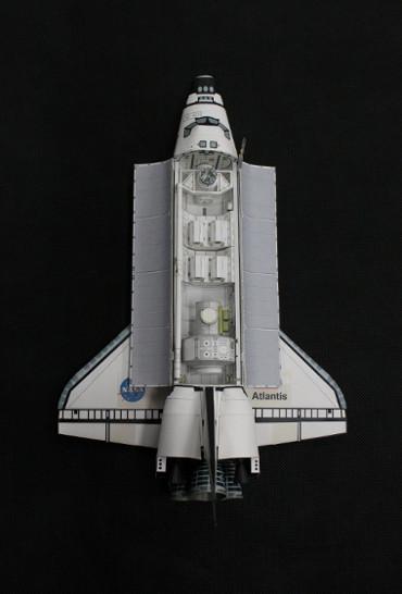 1/100スケールペーパークラフトによる スペースシャトル「アトランティス(STS-104)」