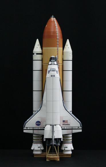 1/100スケールペーパークラフトによる スペースシャトル「アトランティス」(STS-135)