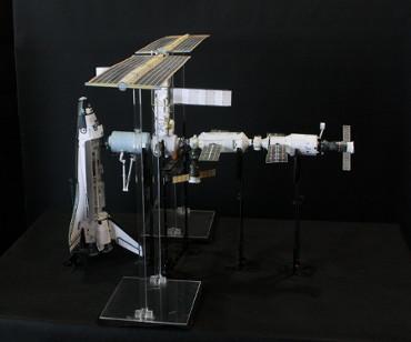 1/100スケールペーパークラフトによる 国際宇宙ステーション(2001年8月13日の状態)