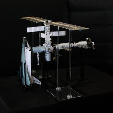1/100スケールペーパークラフトによる 国際宇宙ステーション(2001年8月14日の状態)
