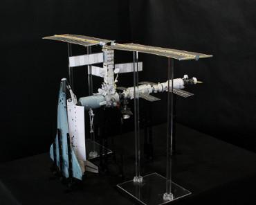 1/100スケールペーパークラフトによる 国際宇宙ステーション(2001年8月20日の状態(1))