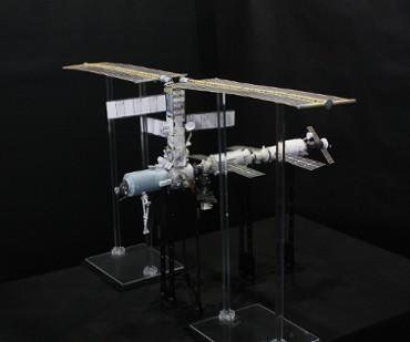 1/100スケールペーパークラフトによる 国際宇宙ステーション(2001年8月23日の状態)