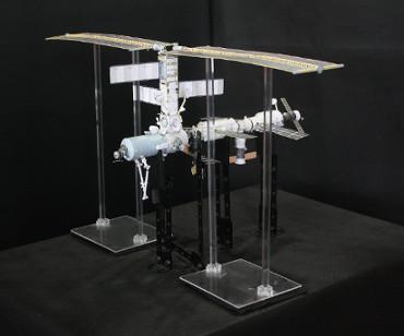 1/100スケールペーパークラフトによる国際宇宙ステーション(2001年9月17日の状態)