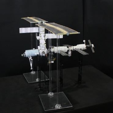 1/100スケールペーパークラフトによる 国際宇宙ステーション(2001年9月26日の状態)