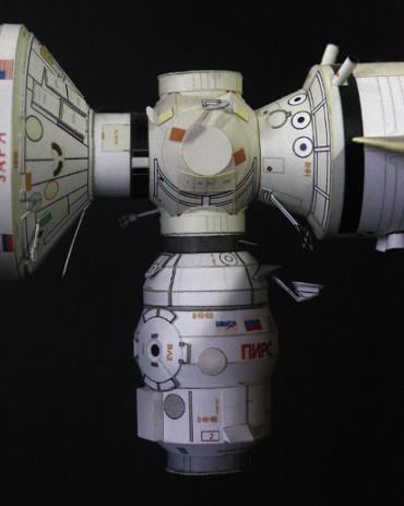 推進モジュール分離後の「ピアース」