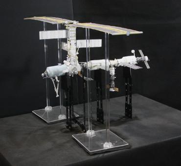 1/100スケールペーパークラフトによる 国際宇宙ステーション(2001年10月19日の状態)