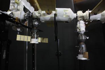 地球側にドッキングした2機のソユーズ