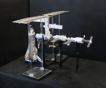 1/100スケールペーパークラフトによる 国際宇宙ステーション(2001年12月7日の状態)