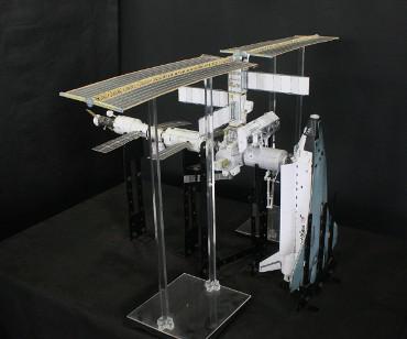 1/100スケールペーパークラウトによる 国際宇宙ステーション(2002年4月17日の状態)