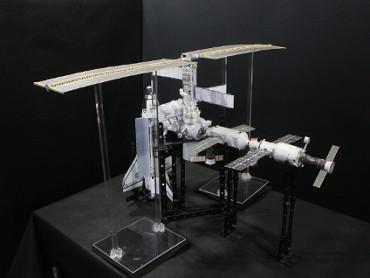 1/100スケールペーパークラフトによる 国際宇宙ステーション(2002年6月8日の状態(2))