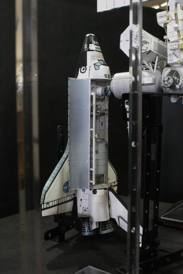 「デスティニー」前方にドッキングした STS-111「エンデバー」
