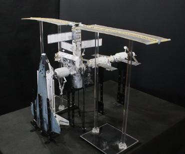 1/100スケールペーパークラフトによる 国際宇宙ステーション(2002年6月12日の状態)