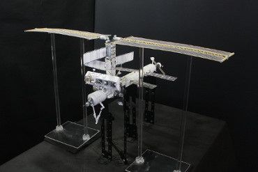 1/100スケールペーパークラフトによる 国際宇宙ステーション(2002年6月15日の状態)