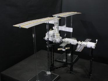 1/100スケールペーパークラフトによる 国際宇宙ステーション(2002年6月25日の状態)